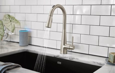 Use fully customizable presets to dispense exact measurements and temperatures with The U by Moen Smart Faucet.